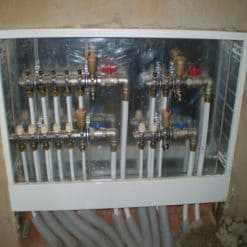 Напольный распределительный коллектор на 7 выходов для отопление с подключением лучевой разводке к радиаторам цена работы 12000 руб.